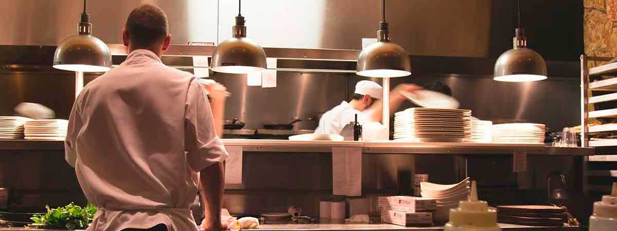Gestionar un Restaurante con Two Many Chefs